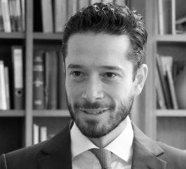 Photo en noir et blanc de l'avocat Alexandru Lazar
