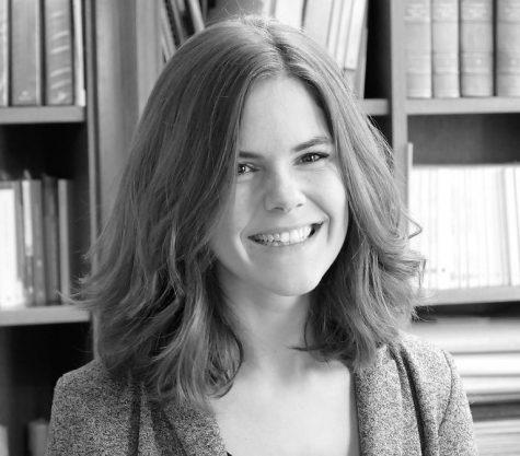 Photo en noir et blanc de l'avocat Caroline Baré