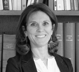 Photo en noir et blanc de l'avocat Joëlle Tinant