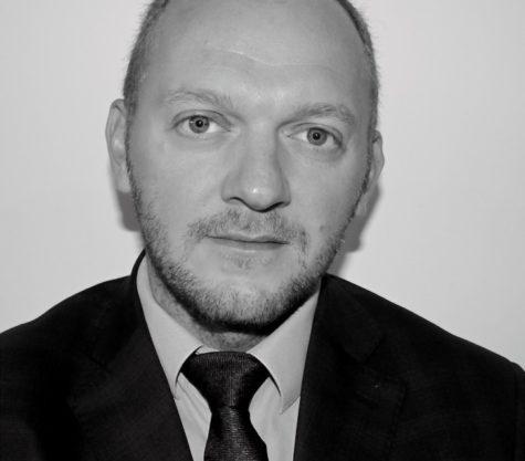 Photo en noir et blanc de l'avocat MATHIEU MASSE (FRANCE – LILLE)