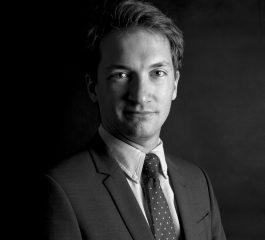 Photo en noir et blanc de l'avocat LUCAS WAXWEILER